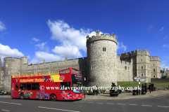 Sightseeing Bus outside Windsor Castle