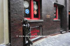 John Lennon statue outside the Cavern club in Mathew Street, Liverpool City, Merseyside, England, UK