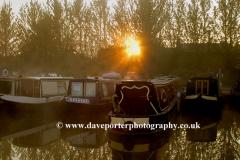 Sunrise over narrowboats, Oxfordshire Canal, Clifton village, Oxfordshire, England, UK