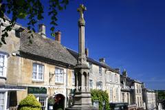 Spring, April, May, Street Scene, Burford town, Oxfordshire Cotswolds; England; UK, fine weather clouds, blue sky, landscapes, sunny, sunshine, cottages, Cotswolds, villages,