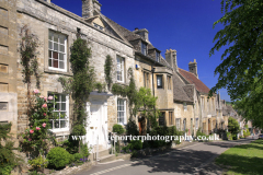 Street Scene, Burford town, Oxfordshire Cotswolds, England, UK