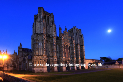 Summer, August, September, Cathedral church of St Andrews in Wells, at night, Wells City, Englands smallest City, Somerset County, England, Britain, UK