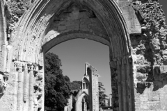 J02631 Archway in the Knave Glastonbury Abbey Somerset England Britain UK