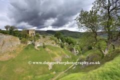 Cave Dale and Peveril Castle, Castleton village