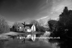 Willy Lotts Cottage, river Stour, Flatford Mill, Suffolk County, EnglandFamous for use in John Constables painting of The Hay Wain.