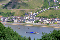Assmannshausen town on the river Rhine